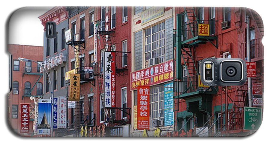 Architecture Galaxy S5 Case featuring the photograph China Town Buildings by Rob Hans