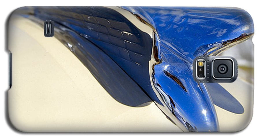Chrysler Galaxy S5 Case featuring the photograph Chrysler New Yorker Deluxe Hood Ornament by Larry Keahey