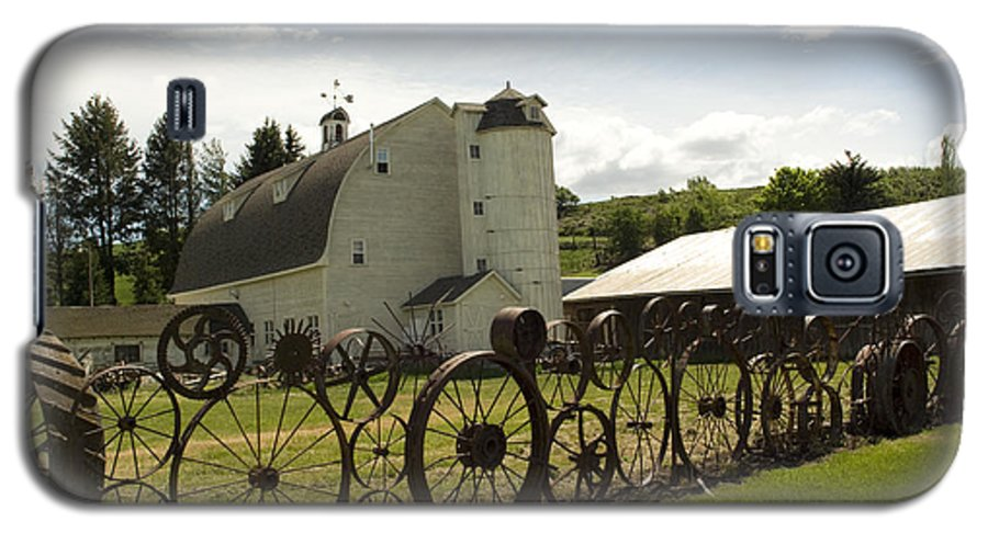 Historic Barn Galaxy S5 Case featuring the photograph Dahmen Barn by Louise Magno
