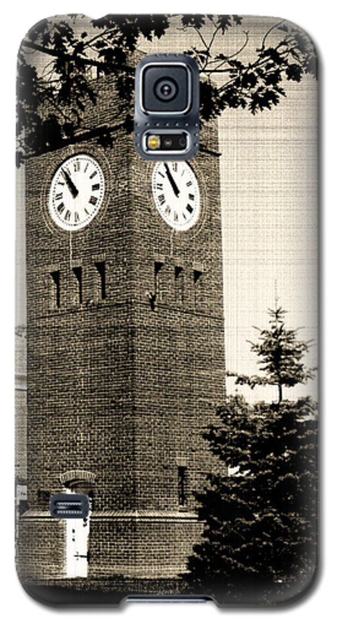 Hudson Galaxy S5 Case featuring the photograph Days Gone By by Kenneth Krolikowski