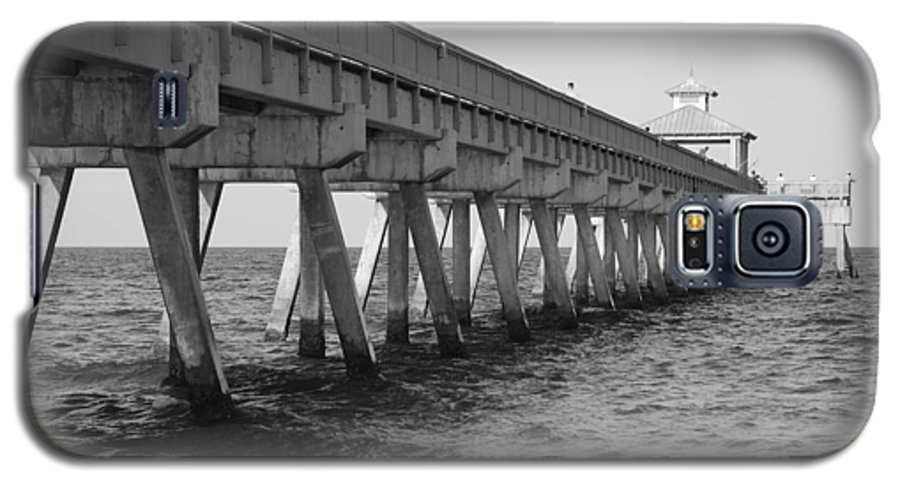 Architecture Galaxy S5 Case featuring the photograph Deerfield Beach Pier by Rob Hans