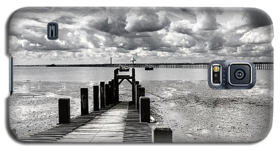 Wharf Southend Essex England Beach Sky Galaxy S5 Case featuring the photograph Derelict Wharf by Sheila Smart Fine Art Photography