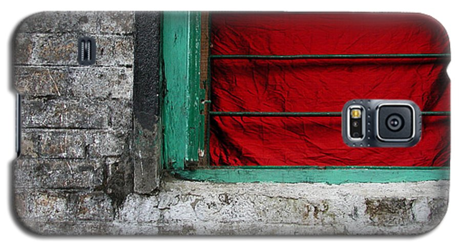 Red Galaxy S5 Case featuring the photograph Dharamsala Window by Skip Hunt
