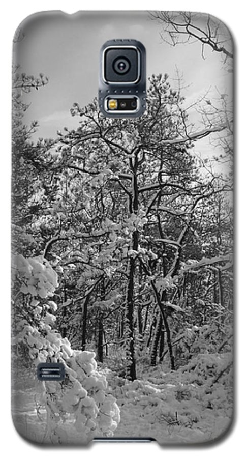 Black And White Galaxy S5 Case featuring the photograph Empty Travel by Chad Natti