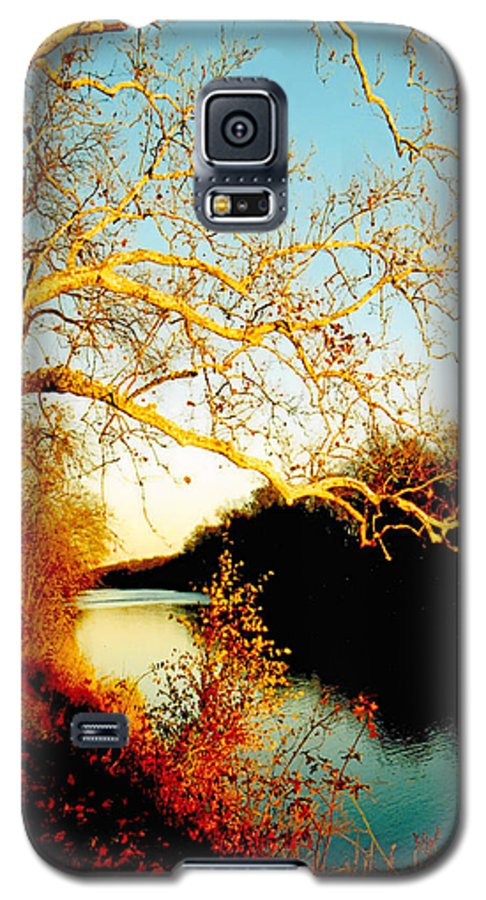 River Galaxy S5 Case featuring the photograph Fall At The Raritan River In New Jersey by Christine Till