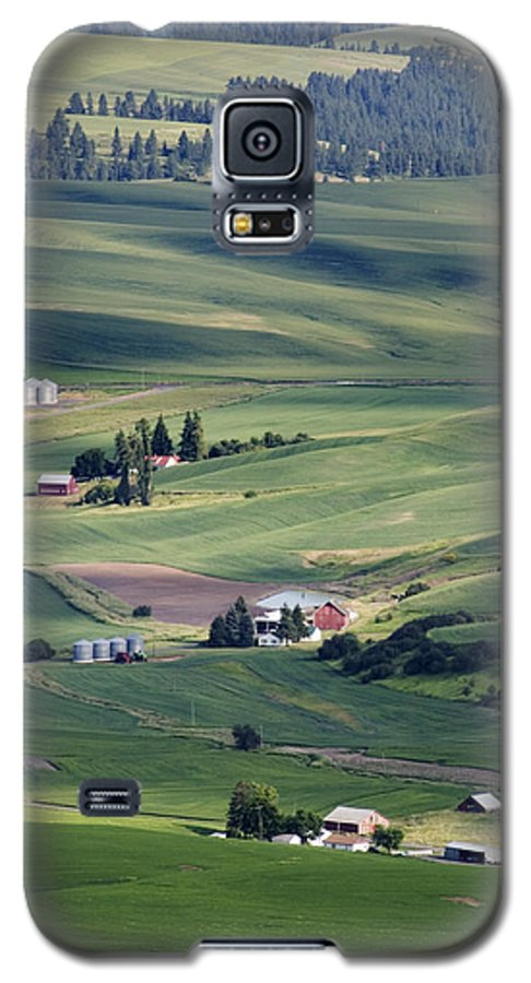 Fertile Galaxy S5 Case featuring the photograph Farmland In Eastern Washington State by Carl Purcell