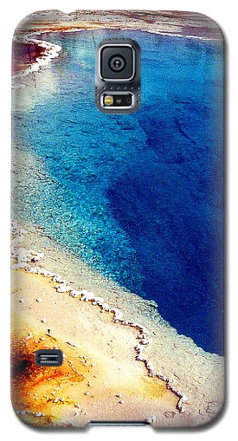 Geyser Galaxy S5 Case featuring the photograph Geyser Basin by Nancy Mueller