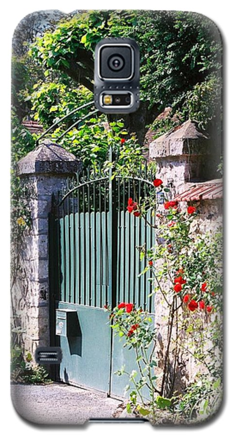 Giverny Galaxy S5 Case featuring the photograph Giverny Gate by Nadine Rippelmeyer