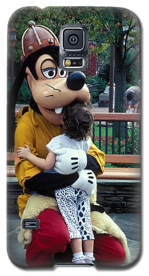 Disney Galaxy S5 Case featuring the photograph Goofy Love by Carl Purcell