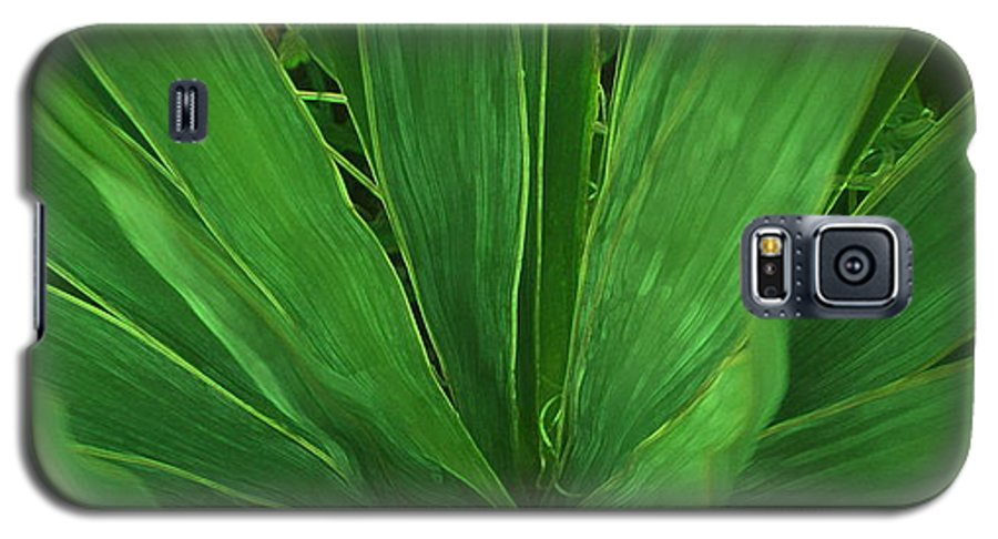 Green Plant Galaxy S5 Case featuring the photograph Green Glow by Linda Sannuti