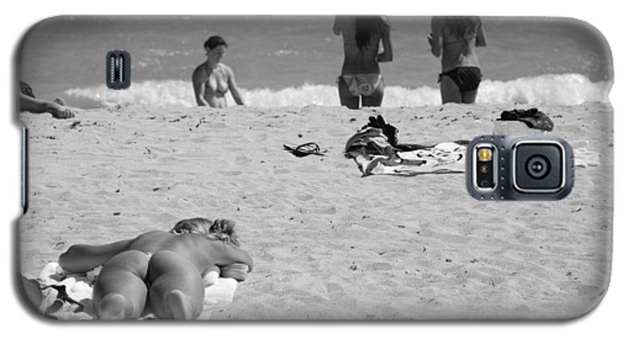 Miami Galaxy S5 Case featuring the photograph Half Dead Half Alive by Rob Hans
