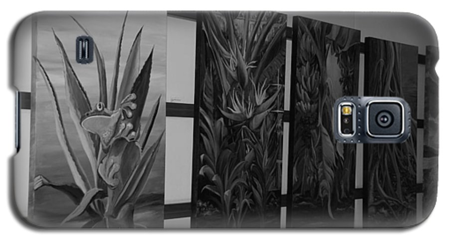 Black And White Galaxy S5 Case featuring the photograph Hanging Art by Rob Hans