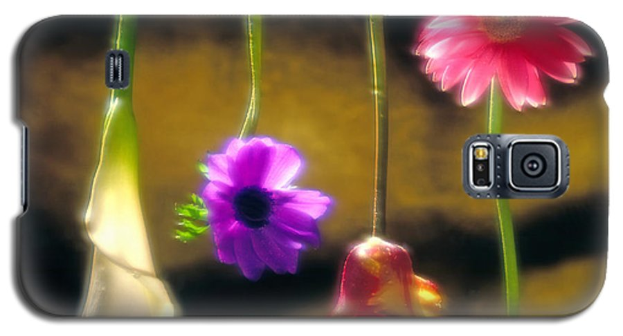 Tulip Galaxy S5 Case featuring the photograph Hanging Flowers by Tony Cordoza