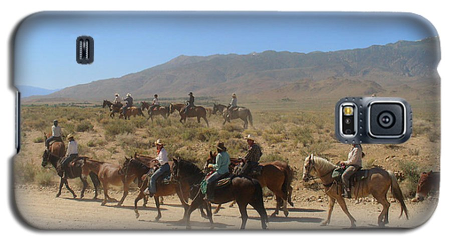 Horses Galaxy S5 Case featuring the photograph Horse Drive From June Lake To Bishop California by Christine Till