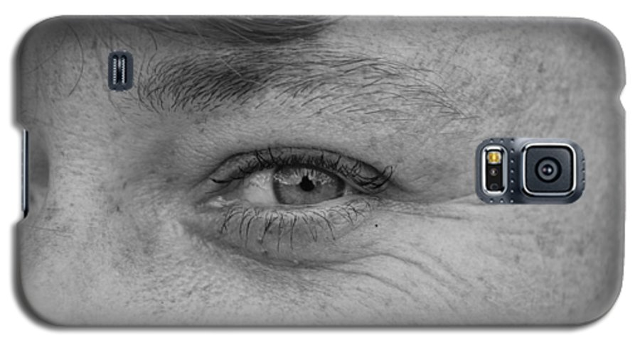 Black And White Galaxy S5 Case featuring the photograph I See You by Rob Hans