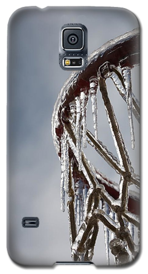 Basketball Galaxy S5 Case featuring the photograph Icy Hoops by Nadine Rippelmeyer