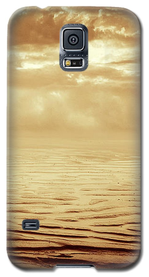 Dipasquale Galaxy S5 Case featuring the photograph Illusion Never Changed Into Something Real by Dana DiPasquale