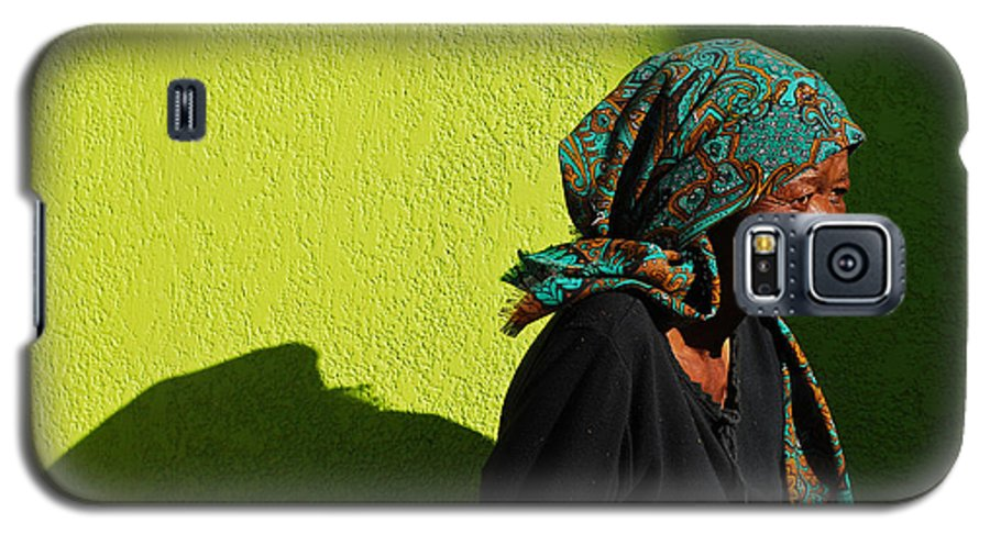 Africa Galaxy S5 Case featuring the photograph Lady In Green by Skip Hunt