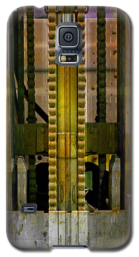 Texture Galaxy S5 Case featuring the photograph Machina by Skip Hunt