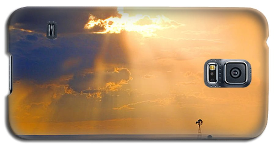 Skip Hunt Galaxy S5 Case featuring the photograph Marfa Windmill 1 by Skip Hunt