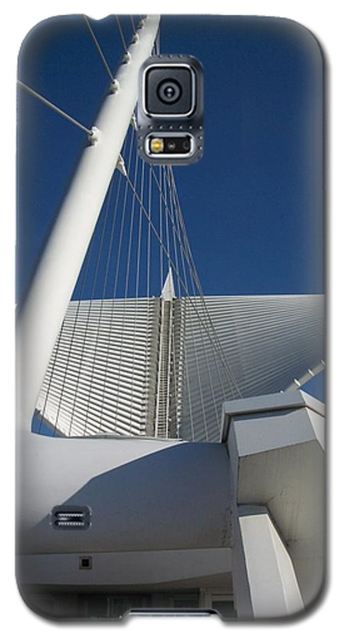 Mam Galaxy S5 Case featuring the photograph Milwaukee Art Museum Cropped by Anita Burgermeister