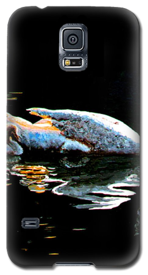 Swan Galaxy S5 Case featuring the painting Mom And Baby Swan by Stan Hamilton