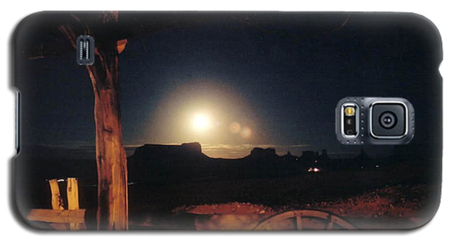 Landscape Galaxy S5 Case featuring the photograph Monument Moonrise by Cathy Franklin