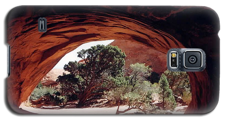 Utah Galaxy S5 Case featuring the photograph Navajo Arch by Kathy Schumann