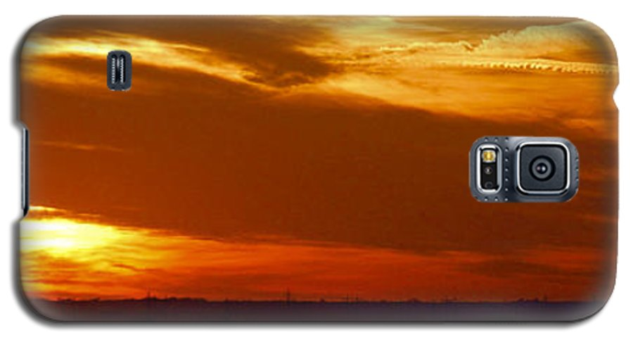 Landscape Galaxy S5 Case featuring the photograph Oklahoma Sunset by Larry Keahey