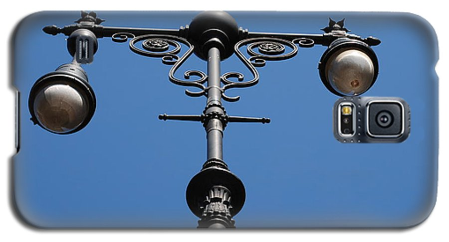 Lamppost Galaxy S5 Case featuring the photograph Old Lamppost by Rob Hans