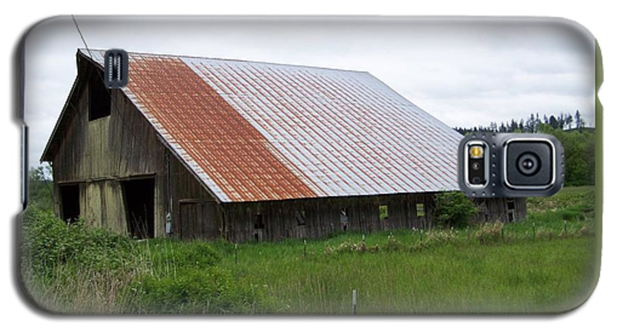 Barn Galaxy S5 Case featuring the photograph Old Tin Roof Barn Washington State by Laurie Kidd