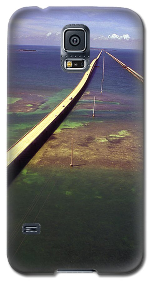 U.s. 1 Galaxy S5 Case featuring the photograph Overseas Highway by Carl Purcell