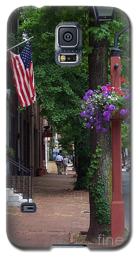 Cityscape Galaxy S5 Case featuring the photograph Patriotic Street In Philadelphia by Debbi Granruth