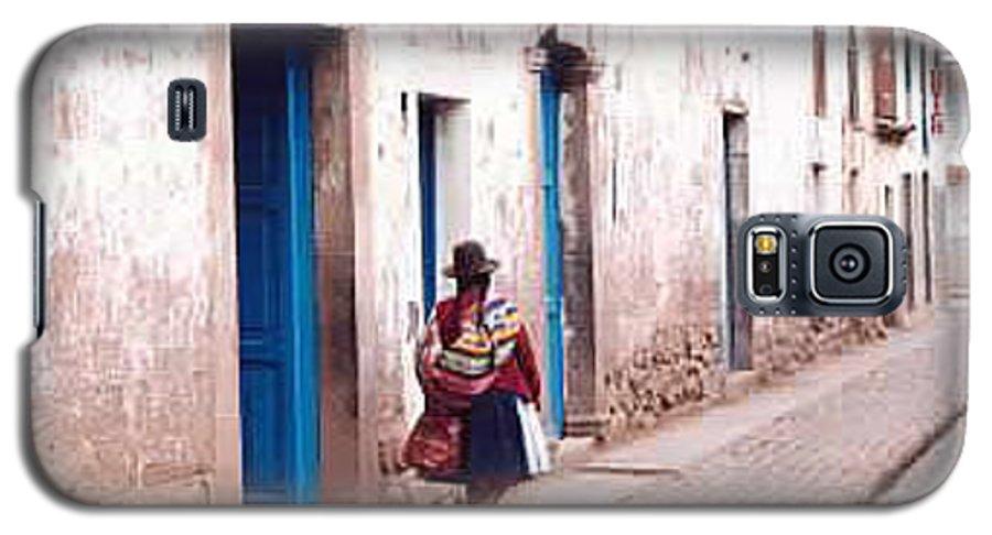 Peru Galaxy S5 Case featuring the photograph Pisaq Woman by Kathy Schumann