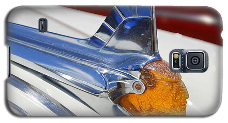 Pontiac Galaxy S5 Case featuring the photograph Pontiac Hood Ornament by Larry Keahey
