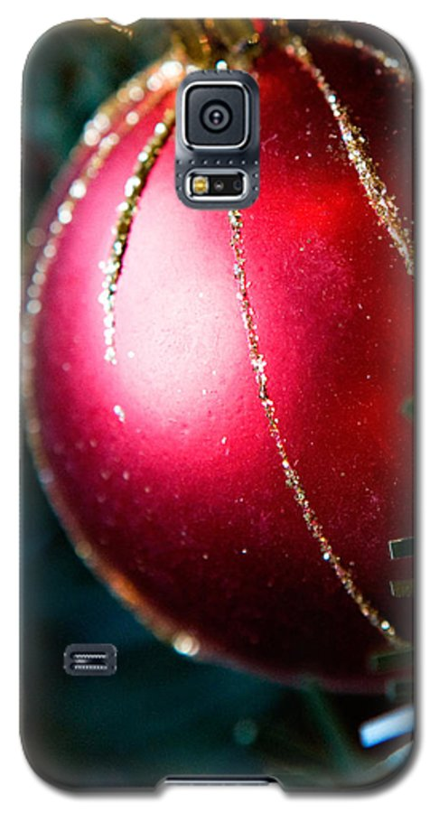 Red Galaxy S5 Case featuring the photograph Red Shiny Ornament by Marilyn Hunt