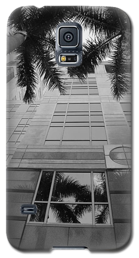 Architecture Galaxy S5 Case featuring the photograph Reflections On The Building by Rob Hans