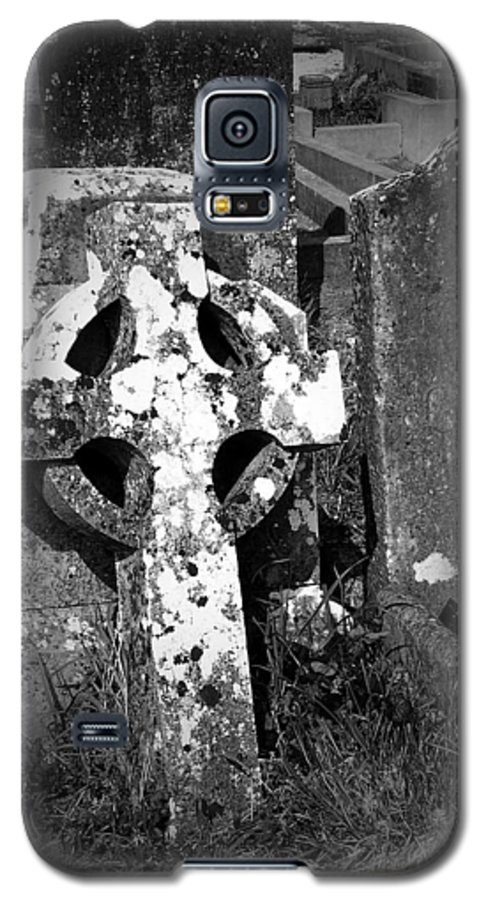 Celtic Galaxy S5 Case featuring the photograph Rugged Cross At Fuerty Cemetery Roscommon Ireland by Teresa Mucha