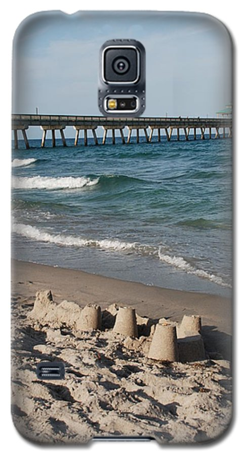 Sea Scape Galaxy S5 Case featuring the photograph Sand Castles And Piers by Rob Hans