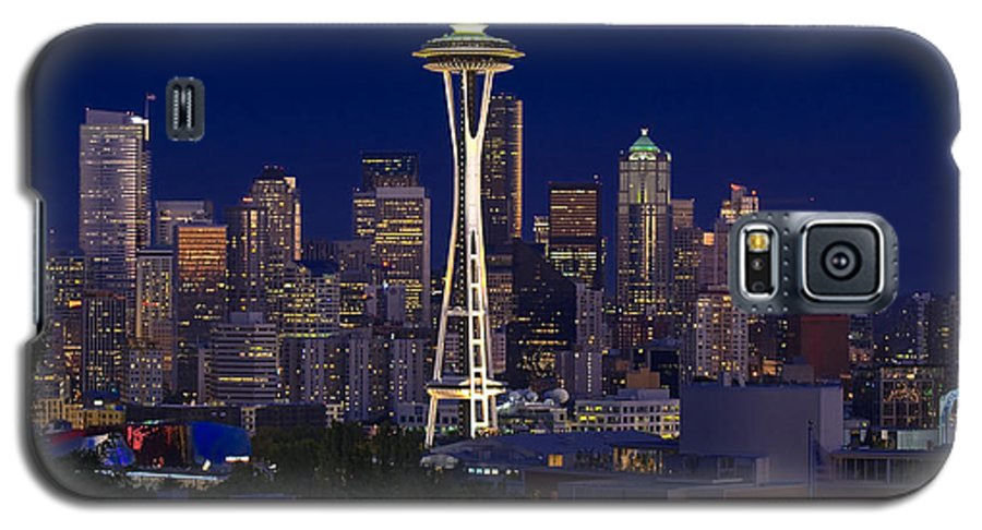 Seattle Galaxy S5 Case featuring the photograph Seattle At Night by Larry Keahey