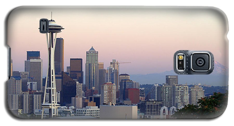 Mountain Galaxy S5 Case featuring the photograph Seattle by Larry Keahey