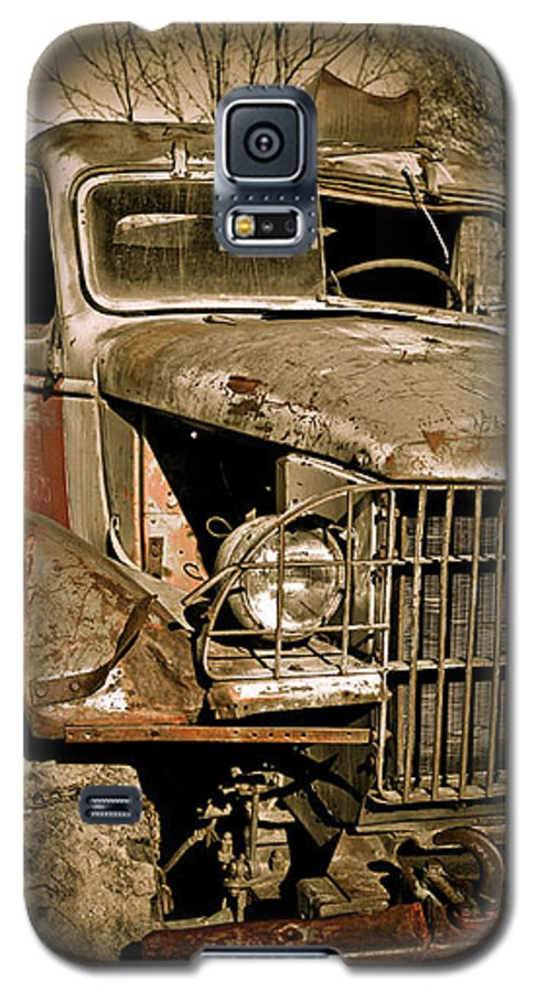 Old Vintage Antique Truck Worn Western Galaxy S5 Case featuring the photograph Seen Better Days by Marilyn Hunt