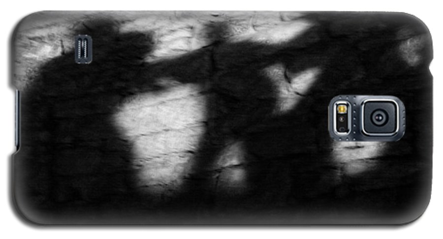 Wall Galaxy S5 Case featuring the photograph Shadows On The Wall Of Edinburgh Castle by Christine Till