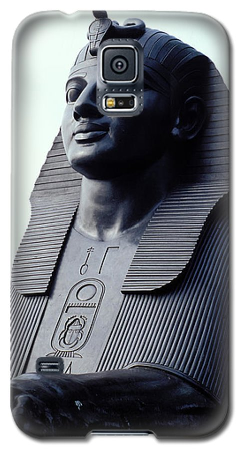 Egypt Galaxy S5 Case featuring the photograph Sphinx In London by Carl Purcell