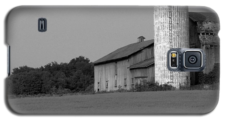 Barn Galaxy S5 Case featuring the photograph Still Here by Rhonda Barrett