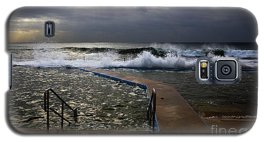 Storm Clouds Collaroy Beach Australia Galaxy S5 Case featuring the photograph Stormy Morning At Collaroy by Sheila Smart Fine Art Photography
