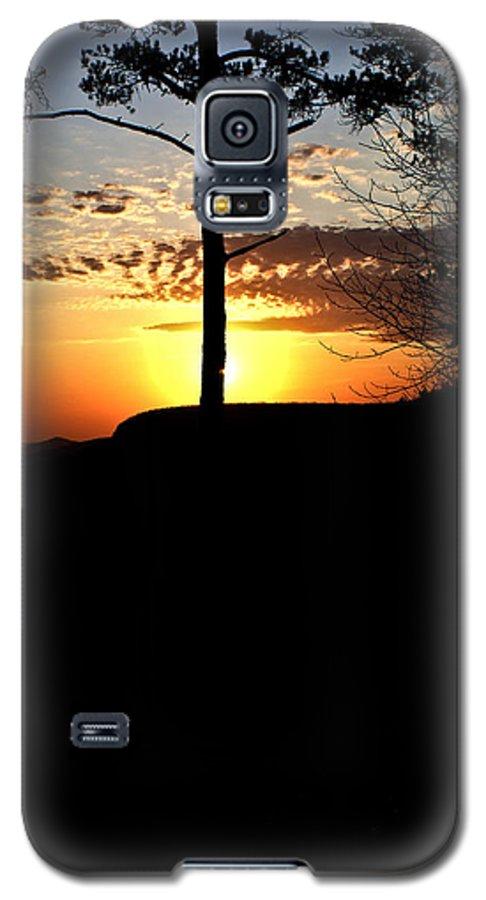 Sunburst Galaxy S5 Case featuring the photograph Sunburst Sunset by Douglas Barnett
