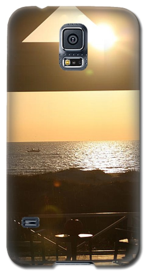 Sunrise Galaxy S5 Case featuring the photograph Sunrise Through The Pavilion by Nadine Rippelmeyer