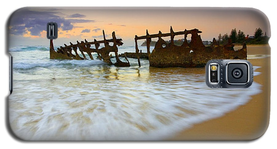 Shipwreck Galaxy S5 Case featuring the photograph Swallowed By The Tides by Mike Dawson