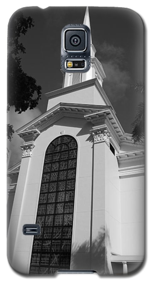 Architecture Galaxy S5 Case featuring the photograph Thats Church by Rob Hans